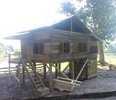 Miniatur rumah panggung skala 1:50 terbuat dari bambu .... #miniatur #miniature #handcrafted #handicraft #diorama #Dollhouse #palembang #sumsel #tradisional #rumahpanggung #rumahadat #bambu #bamboo #kreativ #kreatif #kreasi #indonesia