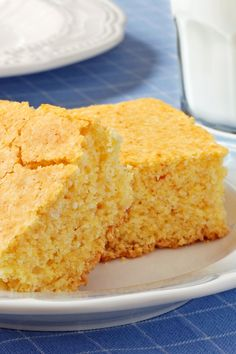 Excellent and Healthy Cornbread 1 cup unbleached flour 1 cup cornmeal cup white sugar 1 tsp baking soda tsp salt 1 cup plain non-fat yogurt 2 egg, beaten Healthy Cornbread, Cheesy Cornbread, Corn Bread Healthy, Old Fashioned Cornbread, Bread Recipes, Cooking Recipes, Yogurt Recipes, Easy Cooking, Brunch
