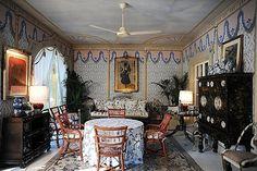 Intérier de la grande villa au coeur de Rome, Via Appia Antica, du grand couturier Valentino par Renzo Mongiardino