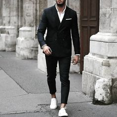 40 Alluring Black Suit Ideas for Men is part of Mens pants fashion - This is really interesting and here you can get an ideas of how black suit make you look the most attractive So guys let's have a look into the collection for new and unique ideas Mens Fashion Suits, Fashion Pants, Fashion Outfits, Fashion Shirts, 50 Fashion, Fashion Styles, Terno Slim, Mode Costume, Designer Suits For Men