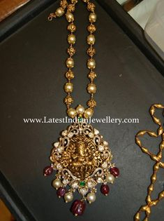 Locket Ganesh Locket Beads Mala - Alternate south sea pearls and nakshi gold balls chain paired with classic Ganesh pendant crafted in nakshi and decorated with polkis and diamonds on the frame. Pearl Necklace Designs, Jewelry Design Earrings, Jewellery Designs, Gold Earrings, Indian Jewellery Design, Latest Jewellery, Handmade Jewellery, Pendant Jewelry, Pendant Necklace