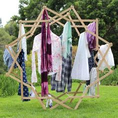 Make a beautiful star shaped clothes drying rack that magically expands, using very simple tools and materials! Detailed tutorial and free building plans. Transfer Images To Wood, Diy Ottoman, Clothes Drying Racks, Diy Clothes Videos, Pine Cone Crafts, Rack Design, Mason Jar Lighting, Do It Yourself Home, Star Shape