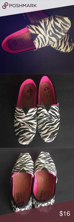 Bobs By Sketchers Slip on Zebra Print Bobs by Sketchers Zebra Size W7. Zebra print Bobs inter is Pink. SKX pillow arch. Minor wear on the toes. Skechers Shoes