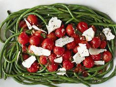 Spaghetti-Style Green Beans recipe from Katie Lee via Food Network Green Bean Dishes, Green Bean Recipes, Vegetable Recipes, Green Beans, Kitchen Recipes, Cooking Recipes, Healthy Recipes, Simple Recipes, Yummy Recipes