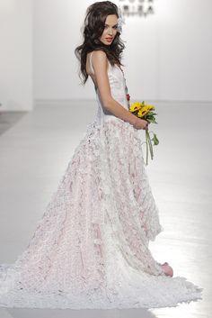 Tony Bonet Novias 2016 Formal, Wedding Dresses, Fashion, Vogue Spain, New York Fashion, Walkway, Seasons, Boyfriends, Dressmaking
