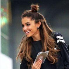 Half bun hair: the new hairstyle
