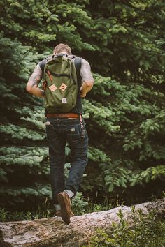 Topo Designs create gear that really works for outdoor enthusiasts. Made in Colorado USA with great aesthetic design, Topo Designs is not your standard gear. Freetime Activities, Street Style Vintage, Mode Man, Style Masculin, Looks Style, Men's Style, Guy Style, Style Men, Beard Style