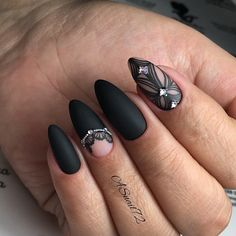 10 Glam Matte Nails Ideas With Black Nail Art Designs to Copy In 2020 - Femeline Glitter Gel Nails, Gold Nails, Matte Nails, Fun Nails, Black Nail Designs, Pretty Nail Designs, Best Nail Art Designs, Black Nail Art, Black Nails