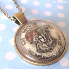 Vintage Hogwarts School Crest Round Cabochon Necklace Pendant HP Harry Potter…