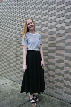 Loose pocket skirt close up