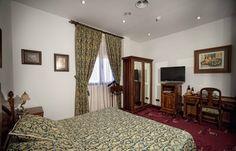 Rugs, Home Decor, Hotel Bedrooms, Farmhouse Rugs, Homemade Home Decor, Types Of Rugs, Interior Design, Home Interiors, Carpet