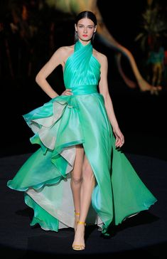 Fashion Halter collar ruffles Dress – Mujer Y Salud Maxi Dress With Sleeves, Ruffle Dress, Red Graduation Dress, Beautiful Dresses, Nice Dresses, Amazing Dresses, Skirt Fashion, Fashion Dresses, Robes D'occasion