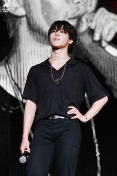 He reminds me of Yugyeom here Jimin Black Hair, Style Finder, Min Suga, Yugyeom, Yoonmin, Jung Hoseok, Bts Jimin, Korean Boy Bands, Singer