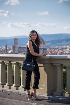 Outfit total black e scarpe Cesare Paciotti