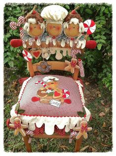 I love this - this is sooooo me.This might not look easy to recreate, but it is. Might even want to do it as Santa, snowman,no limits to what and how you want to create this. Have fun! Christmas Chair, Christmas Sewing, Christmas Kitchen, All Things Christmas, Christmas Time, Gingerbread Ornaments, Gingerbread Decorations, Christmas Gingerbread, Christmas Decorations