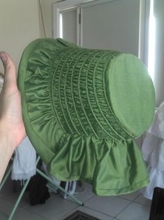 Tutorial with great step-by-step directions to making a Civil War era bonnet. Stepping Into History: 1850s-Early 1860s Green Bonnet