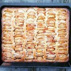 Recipe for Dutch apple sheet cake Dutch Recipes, Sweet Recipes, Baking Recipes, Cookie Recipes, Dessert Recipes, Food Cakes, Cupcake Cakes, Cupcakes, Delicious Desserts