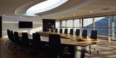 Sala de Reuniones. Reforma integral HIMOINSA Headquarters - Arquitania Business Mice, Ideas Para, Conference Room, Table, Furniture, Home Decor, Board Rooms, New Construction, Interiors
