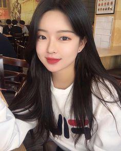 """좋아요 9,548개, 댓글 99개 - Instagram의 공지민(20)(@velyvely0_)님: """"이사진 왜이렇게 마음에 드는거지"""" Korean Ulzzang, Ulzzang Boy, Korean Girl, Red Hair Freckles, Female Images, Taeyong, Asian Fashion, Natural Makeup, Asian Woman"""