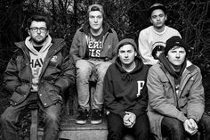 Hi we are Neck Deep and we are super serious about life and stuff so we sit on benches and look tough so you understand what it is to be real in this world Neck Deep Lyrics, I Miss Your Face, Pop Punk Bands, Blood And Bone, Forgetting The Past, Music Stuff, Music Things, Pretty Pictures, Pretty Pics