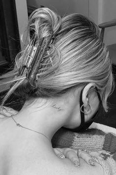 Dainty Tattoos, Pretty Tattoos, Small Feminine Tattoos, Small Neck Tattoos, Unique Small Tattoo, Neck Tattoos Women, Dream Tattoos, Future Tattoos, Tattoo Girls