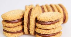 Voici un petit sablé qui va faire plaisir à plus d'un lecteur! Il s'agit en effet d'une pâte sablée qui est composée d'amandes et d... Biscuit Cookies, Cupcake Cookies, Thermomix Desserts, Candy Cakes, Sweet Cakes, Chocolate Recipes, Chocolate Chips, Sweet Recipes, Cookie Recipes