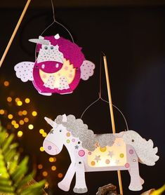 Matching lanterns – 1 x large, 1 x small! - at JAKO-O ♥ best for kids ✓ lasting quality ✓ clever functions ✓ selected products: Order now! Lantern Crafts, Traditional Lanterns, How To Make Lanterns, New Classroom, Fairy Dust, Handmade Toys, Little Ones, Snowman, Projects To Try