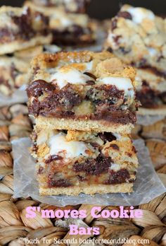 Easy S'mores Cookie Bars - Cookies? S'mores? These are the best of both worlds! #smores #dessert #smorescookies