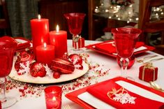 Deck your table with one of these Christmas centerpiece ideas that will delight your guests at dinner.