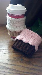 Cupcake mug sleeve/cozy. Free crochet pattern
