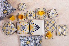 Além de ficarem lindos na mesa, os pratos da coleção Quartier Sevilha também podem ser ótimos elementos decorativos para a parede, pois as estampas se completam, como verdadeiros azulejos!