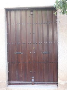 Portones de madera - portones rusticos Wood Gates, Garage Doors, Outdoor Decor, Room, Furniture, Home Decor, Wood Ceilings, Verandas, Staircases