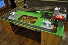 Saisiko tästä yhdistetyn lego- ja autopöydän, jonka voi myös siirtää pois keskilattialta kätevästi?