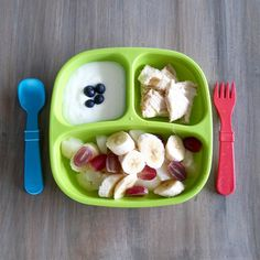 Fruit salad, wholewheat pita with hummus and natural yoghurt. Healthy Toddler Meals, Toddler Lunches, Healthy Meal Prep, Kids Meals, Healthy Eating, Meal Plan For Toddlers, Baby Food Recipes, Healthy Recipes, Baby First Foods