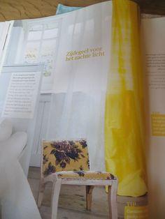 Gele gordijnen van zijde  Uit Ariadne at Home febr 2013