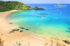 Os passeios de barco são obrigatórios para todos que visitam a ilha >>> http://www.guiaviagensbrasil.com/pe/passeios-em-fernando-de-noronha/