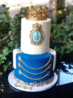 Perfect Royal Baby Shower Cake for a baby king! New Orleans King Cake, King Cake Recipe, King Cake Baby, Cake Quotes, Royal Party, Royal Baby Showers, Cake Fillings, Cakes For Men, Baby Shower Cakes