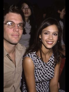 michael-weatherly-and-jessica-alba-kissing