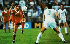 Nottm Forest 1 Hamburg SV 0 in May 1980 in Madrid. Garry Birtles tries a lob shot in the European Cup Final. European Cup, Lob, Champions League, Finals, Madrid, Football, Running, Hamburg, Soccer