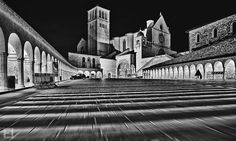 La notte ad Assisi by Fabio Lamanna on 500px  #fabio #italy #lamanna #architecture #assisi #black and white #blackandwhite #history #night #night photography #nikon #notte #san francesco #speed #umbria