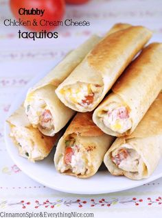 Try Chubby Chicken and Cream Cheese Taquitos! You'll just need 3 cups cooked shredded chicken (I like rotisserie), 6 ounces cream cheese, softened, cup. I Love Food, Good Food, Yummy Food, Mexican Dishes, Mexican Food Recipes, Comida Tex Mex, Great Recipes, Favorite Recipes, Cream Cheese Chicken