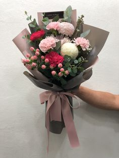 Boquette Flowers, How To Wrap Flowers, Luxury Flowers, Planting Flowers, Flower Bouquet Diy, Small Bouquet, Floral Bouquets, Flower Shop Decor, Flower Decorations