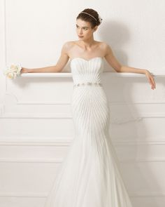 Style #8C134 ALAN | 2015 Collection | Aire Barcelona | Silk tulle dress with beadwork embroidery in a natural colour. 7CT42 - Fine organza camellia, natural colour (medium) and (small). (close up)