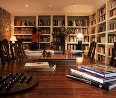love this library room....I love books...a dream to have a room with tons of built in bookcases to store them....a safe cozy nest to just spend the evenings reading....