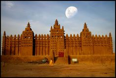 The Great Mosque at Djenne (Mali), the largest mud building in the world.