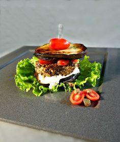 βετζετέριαν μπέργκερ και μπέργκερ νηστίσιμο Grain Foods, Salmon Burgers, Hamburger, Panna Cotta, Vegetarian, Snacks, Vegan, Vegetables, Ethnic Recipes