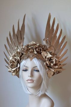 Gold Wings & Roses Headdress Made to order: goddess angel ,she Ra princess of power Burning Man, Mode Russe, Gold Feathers, Goddess Costume, Warrior Costume, Fantasy Costumes, Fairy Costumes, Halloween Disfraces, Mode Vintage