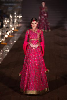 Rohit Bal Anarkali gown - reminds me Rajasthan India Fashion, Ethnic Fashion, Asian Fashion, Indian Look, Indian Ethnic, Indian Style, Indian Bridal Wear, Indian Wear, Indian Dresses