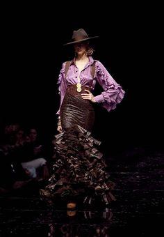 "Vicky Martin Berrocal ""Sueño Flamenco"" SIMOF 2011 Flamenco Costume, Dance Costumes, Flamenco Dresses, Fashion Moda, Fashion Trends, Spanish Wedding, Spanish Fashion, Dance Fashion, Western Outfits"