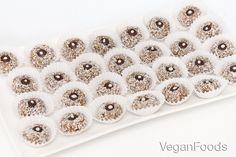 Ovocné kuličky v kokosu - nepečené cukroví - Veganfoods.cz Sweets, Gummi Candy, Candy, Goodies, Treats, Deserts